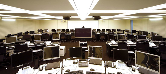 Multicreens workstations for an association's crisis room