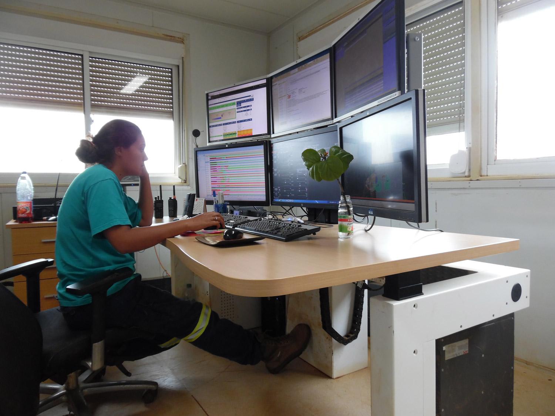 Konimabo bespoke work station low position