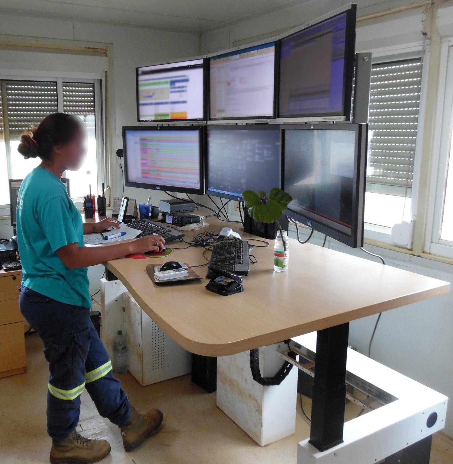 Konimabo bespoke work station high position