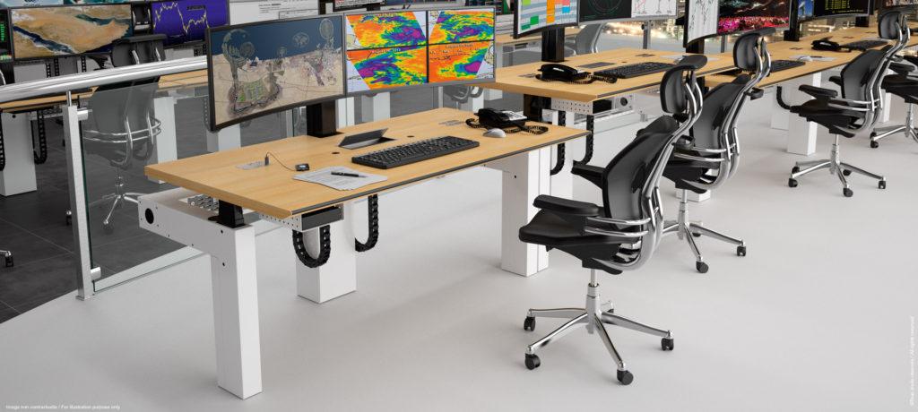 Pupitre professionnel multi-écrans et ergonomique