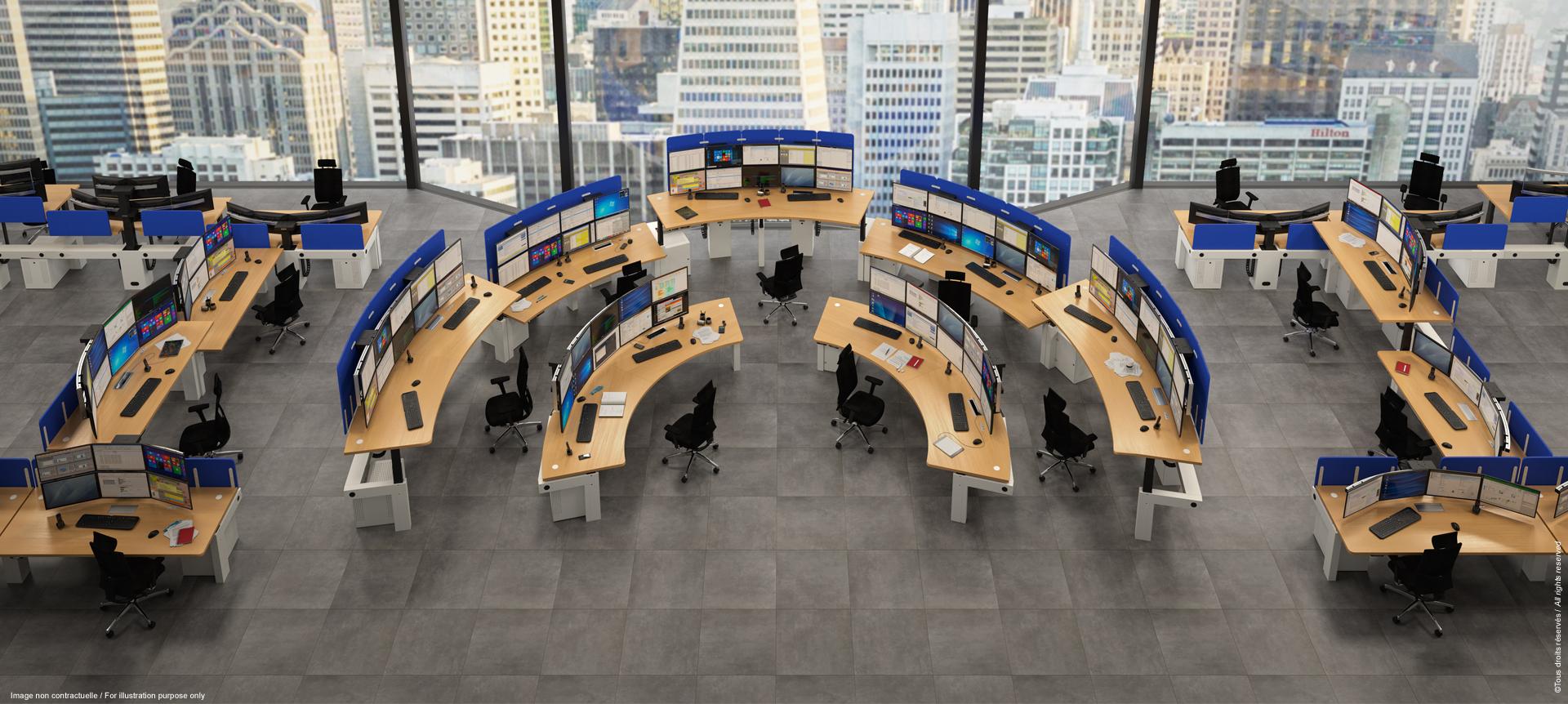 Salle opérationnelle SNCF avec consoles ergonomiques multiécrans I-Kube