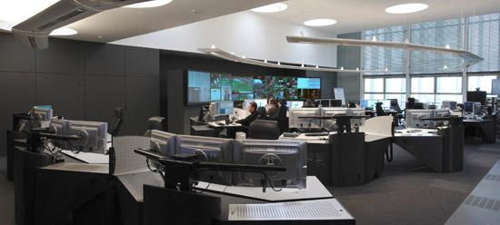 I-KUBE : poste opérateurs multi-écrans pour salle de contrôle