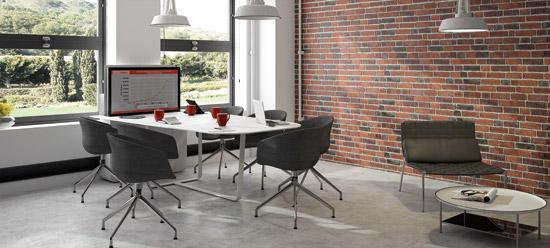 Table de réunion avec écran escamotable connectiques intégrées. Ecran sorti