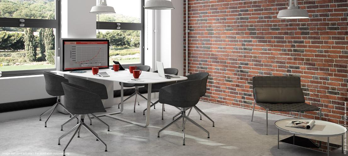 Table de réunion connectée avec écran escamotable, écran sorti
