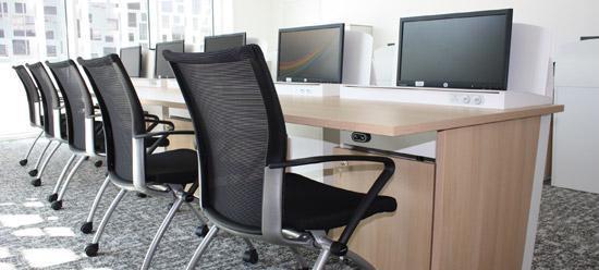 I-RISE - table de réunion formation avec écrans escamotables - CAAV