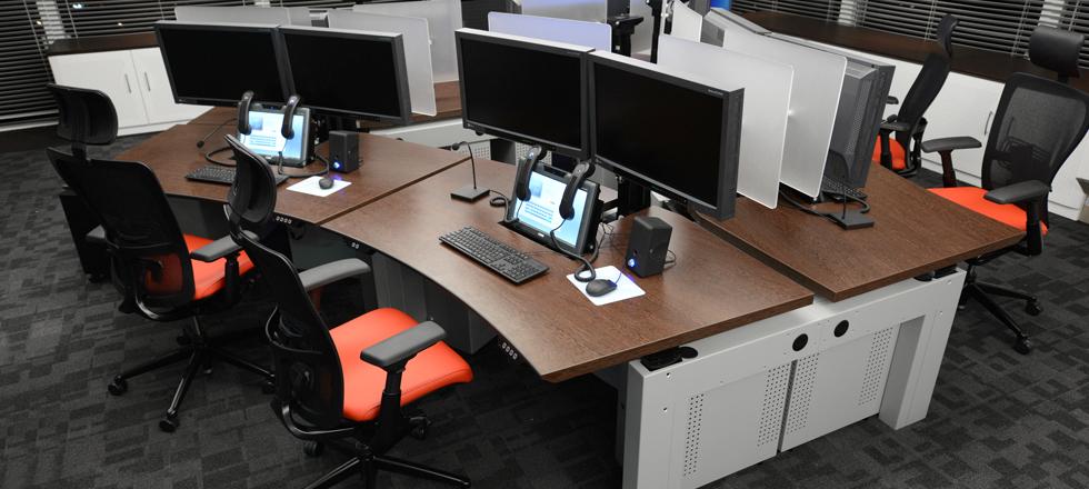 Bureaux ergonomiques multi-écrans SALLE DES MARCHES OCP TRADERS