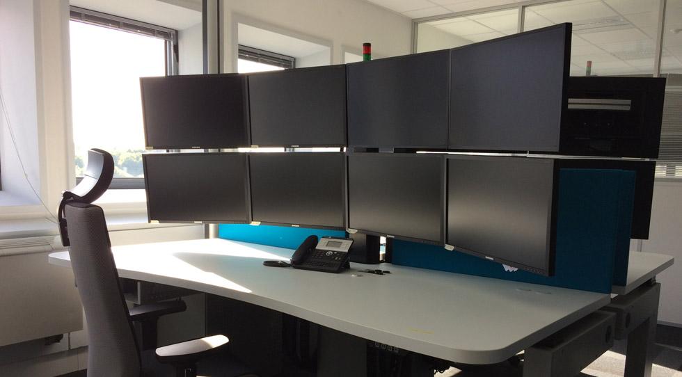 Pupitres ergonomiques I-KUBE pour salle de commandes RTE
