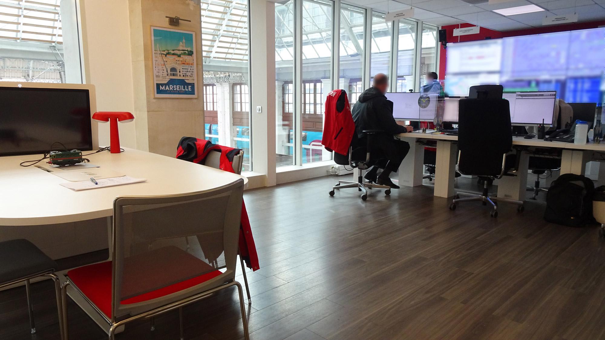 mobilier sur-mesure salle de supervision SNCF gare de Lyon